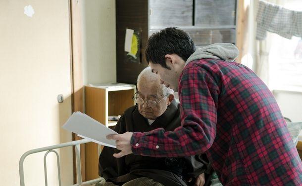 写真・図版 : 岡田忠雄さん(左)と筆者