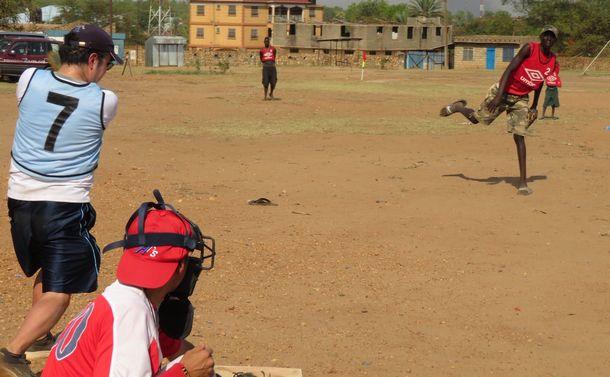 全力で投げて打つ。日々進歩する南スーダン野球