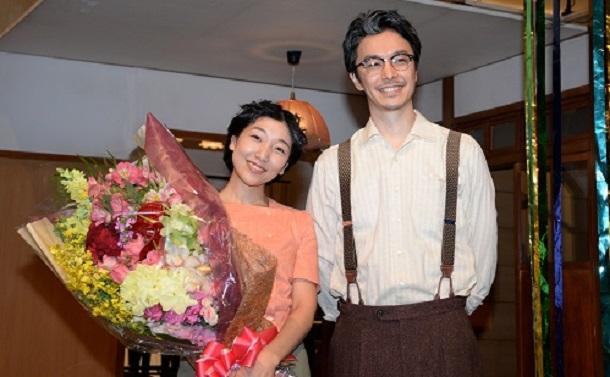 写真・図版 : 「まんぷく」のヒロイン役・安藤サクラさんと長谷川博己さん