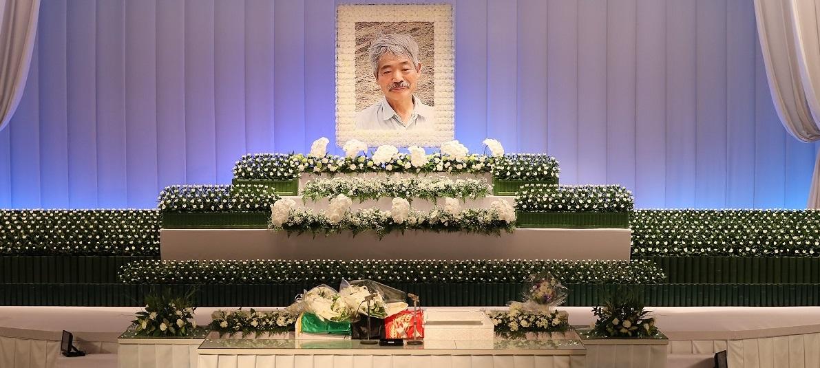 中村哲さんの遺影が飾られた祭壇=福岡市中央区