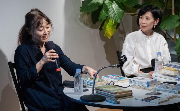 """写真・図版 : 江國さんを""""つくった""""本についてもたくさん話をしてくれた。本の""""目利き""""でもあり、江國さんが紹介してくれた本はみんな読みたくなってしまう。"""