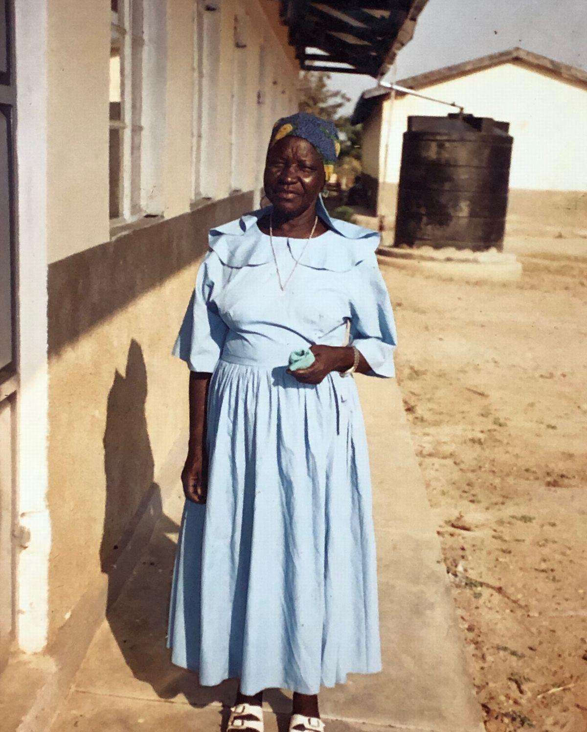 写真・図版 : 難民キャンプ生活を選択したウィリアムのおばあちゃんはウィリアムに規律を教えた。