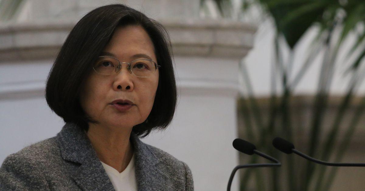 写真・図版 : 総統府で記者会見する蔡英文総統=2020年1月15日、台北
