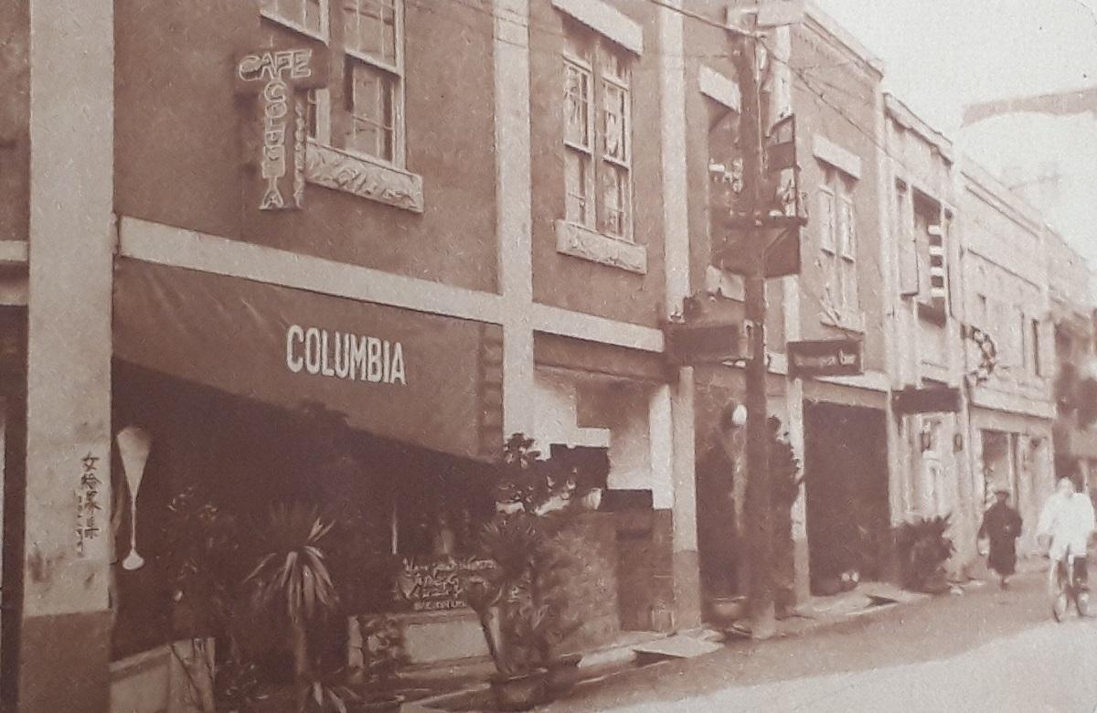 写真・図版 : 銀座裏のカフェ街=1930年3月ごろ撮影