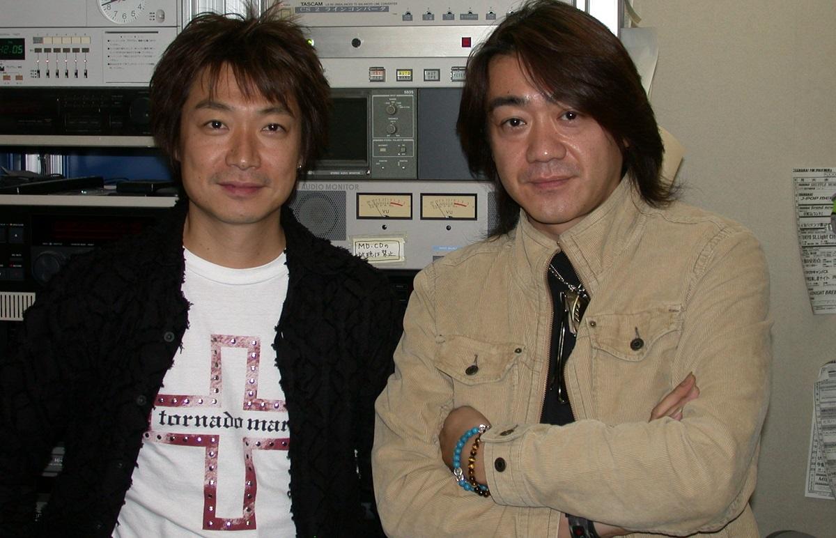 野村義男(右)と曽我泰久 2004年
