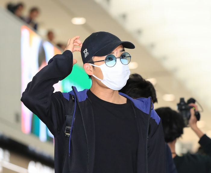 写真・図版 : マレーシアから帰国した桃田賢斗選手=2020年1月15日、成田空港、内田光撮影