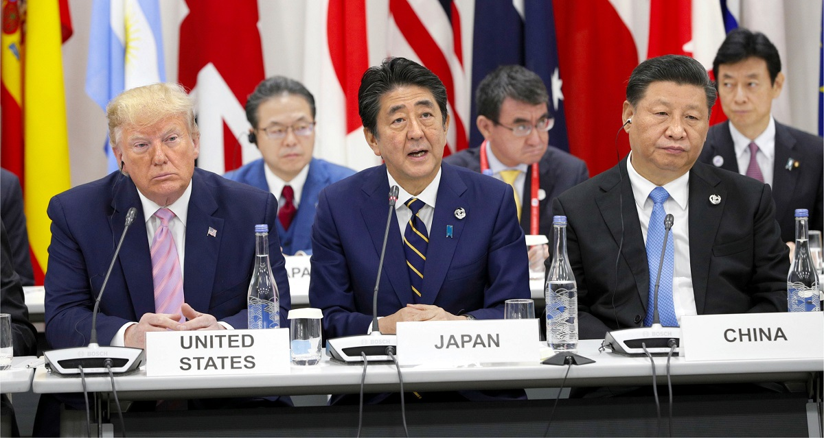 写真・図版 : G20サミットで顔を合わせたトランプ米大統領と中国の習近平国家主席=2019年6月28日、大阪市