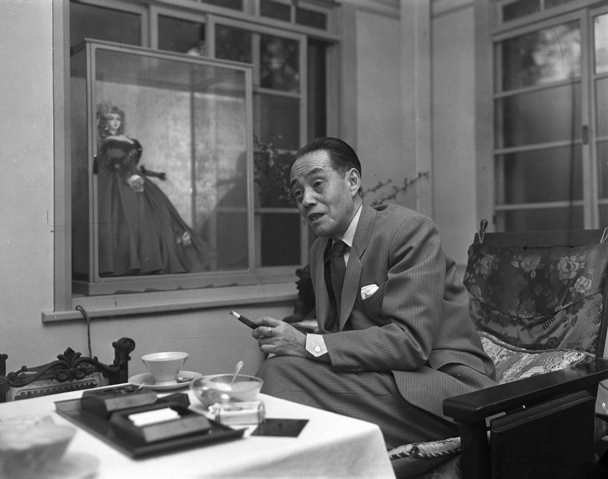 写真・図版 : 作詞家の西条八十(1955年撮影)