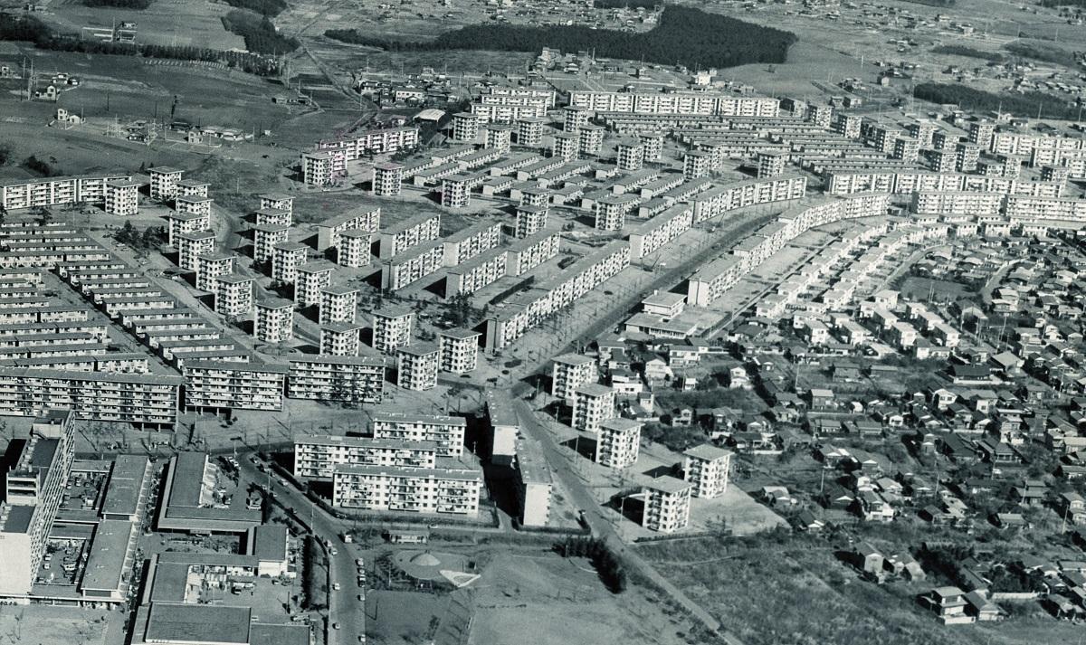 千葉県船橋市高根台の上空から撮影された日本住宅公団(現都市再生機構)高根台団地。1961年完成、4650戸のマンモス団地