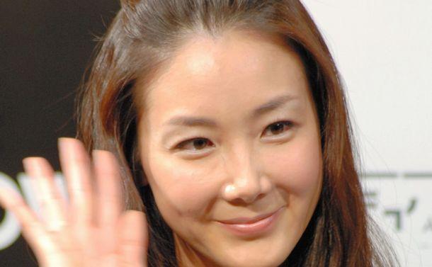 写真・図版 : 『冬のソナタ』でペ・ヨンジュンさんの恋人役を演じたチェ・ジウさん