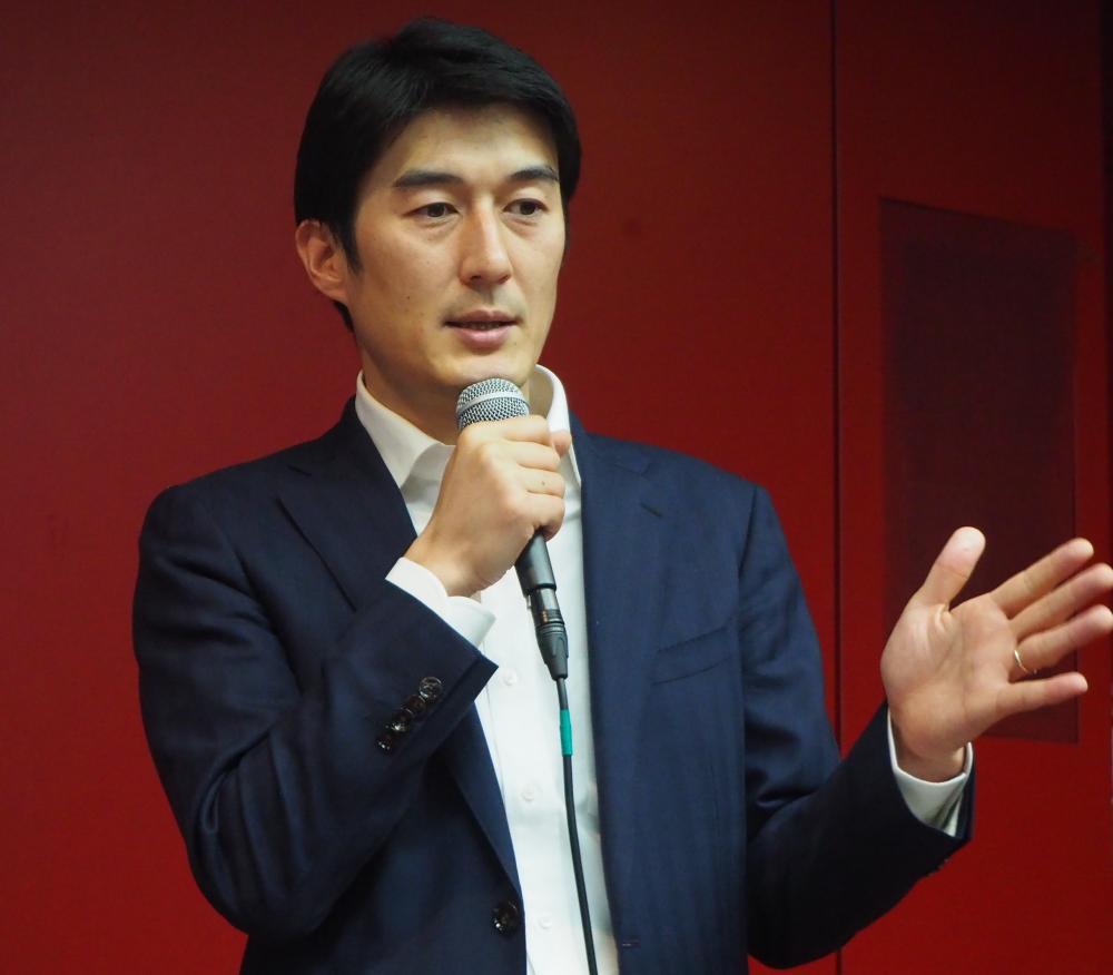 写真・図版 : 医師で経営者。キュア・アップの佐竹晃太氏