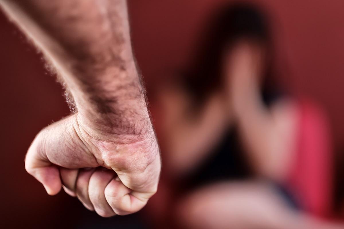 「抗拒を著しく困難ならしめる程度」の暴行・脅迫でなくても、抵抗するのが困難なことは多々ある  Kamira/Shutterstock.com