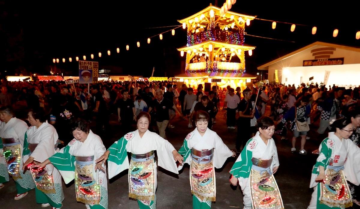 写真・図版 : 一時途絶えていた「北海盆踊り大会」が2001年から、発祥地の三笠市で復活、開催されるようになった