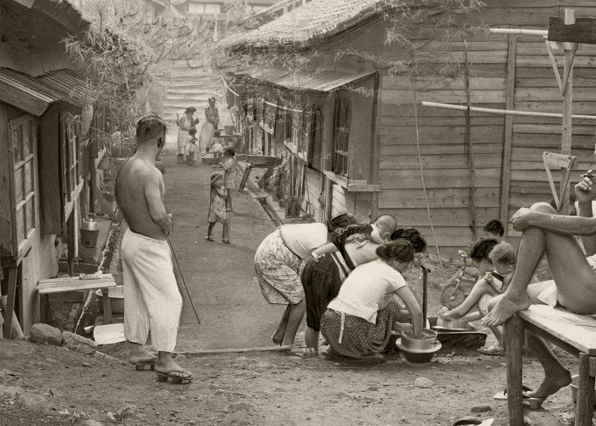 写真・図版 : 北海道・福住炭鉱の炭鉱住宅=1959年8月、北海道赤平市