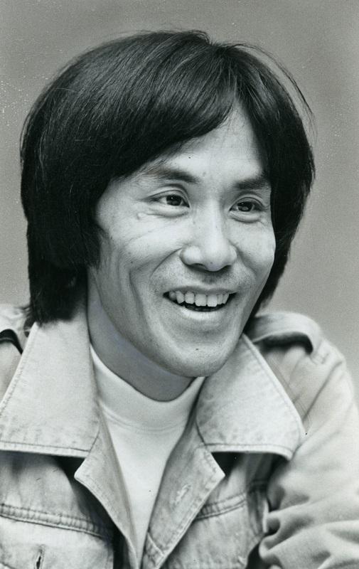 写真・図版 : 岡本おさみ=1977年10月11日