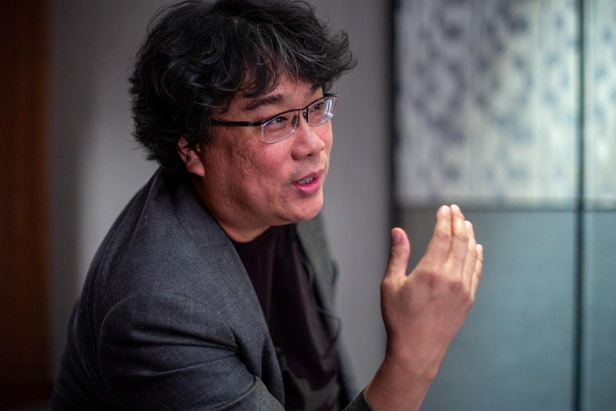 写真・図版 : 1969年生まれで、10代の時に「民主化」を迎えたポン・ジュノ監督=撮影・篠田英美