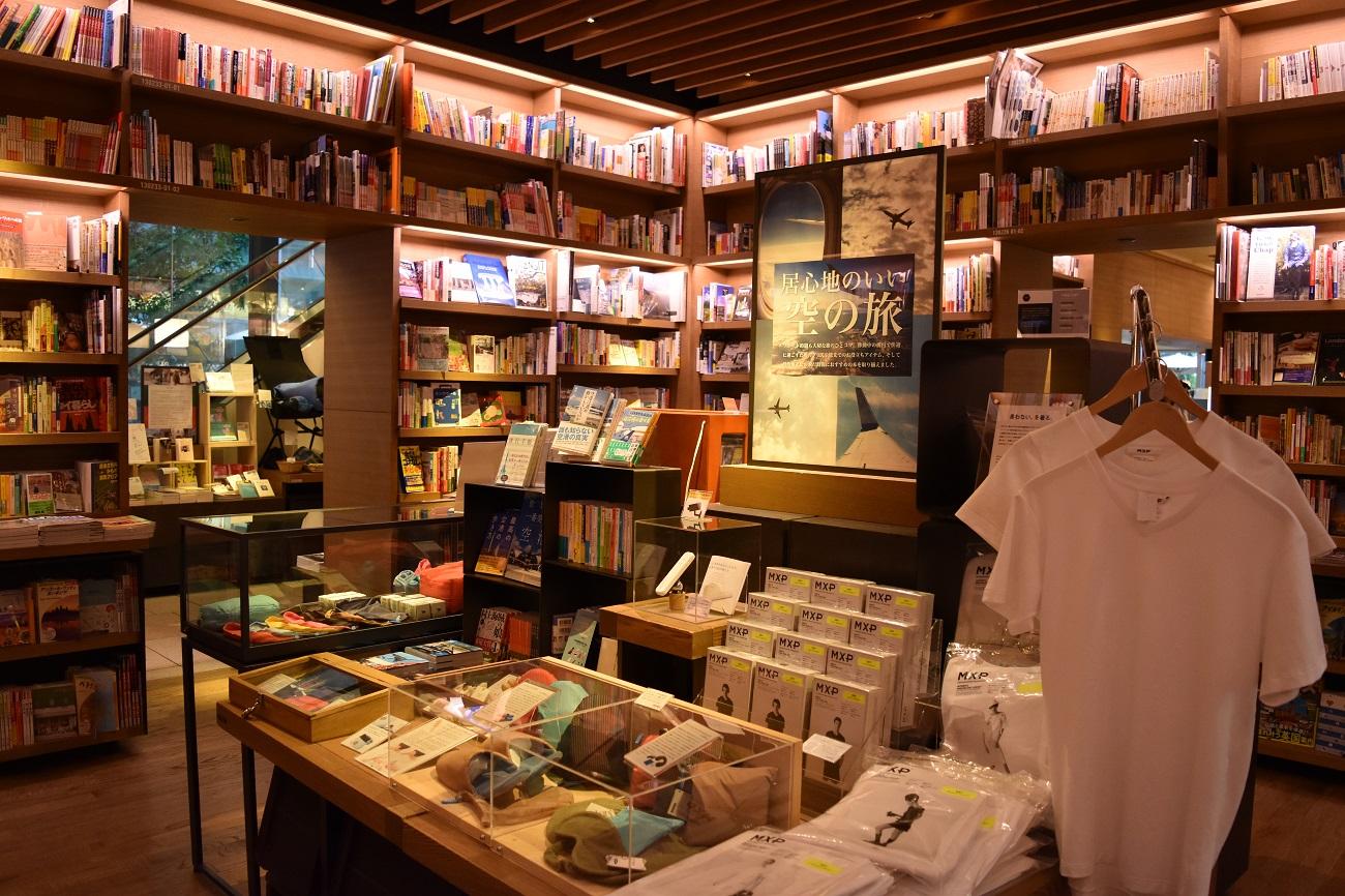 写真・図版 : 「代官山 蔦屋書店」の店内