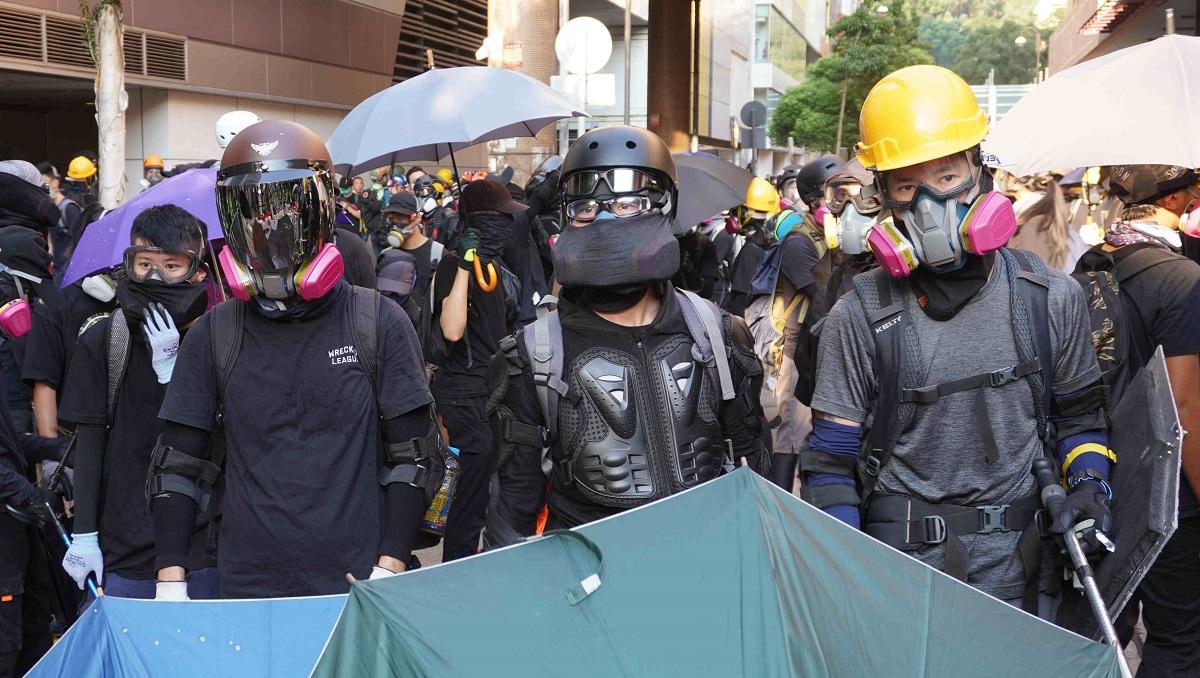 写真・図版 : 香港で「勇武派」と呼ばれるラジカルな若者たちも市民から支持されている