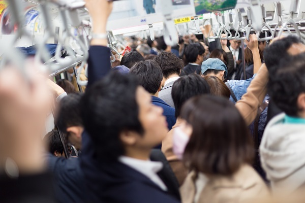 写真・図版 : 東京メトロのラッシュアワー= Matej Kastelic、shutterstock.com