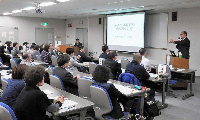 写真・図版 : 大阪府と大阪市が開いた、ギャンブル依存症についてのセミナー=大阪市阿倍野区