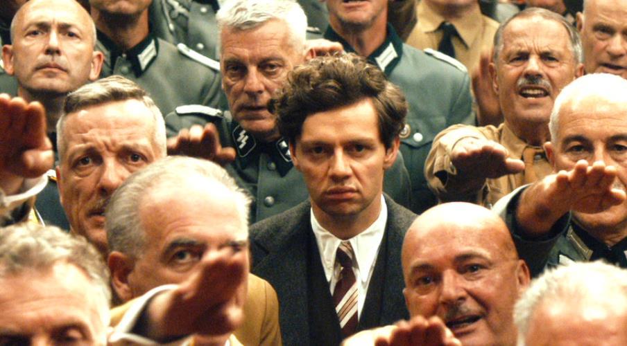写真・図版 : 映画『ヒトラー暗殺、13分の誤算』から ©2015 LUCKY BIRD PICTURES GMBH, DELPHIMEDIEN GMBH, PHILIPP FILMPRDUCTION GMBH & CO. KG ©Bernd Schuller