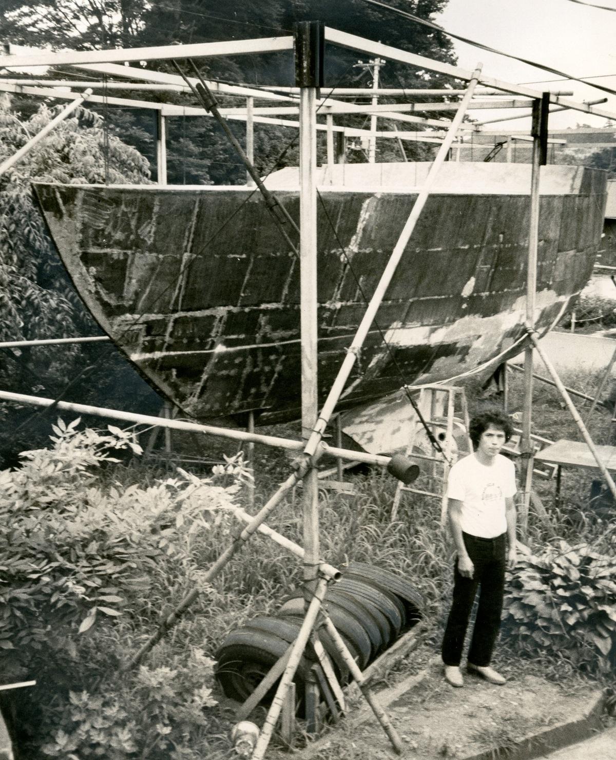 高橋照幸は、1978年から東京都町田市の山中でヨット製作に取り組んだ。40フィート級、樹脂製のクルーザー。設計図にはミキシングルームも=1981年