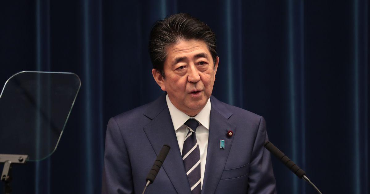 写真・図版 : 新型コロナウイルス対策などについて記者会見する安倍晋三首相=2020年2月29日、首相官邸