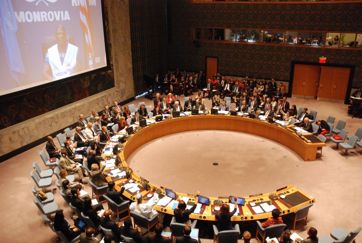 写真・図版 : エボラ出血熱対策の決議を全会一致で採択した国連安全保障理事会=2014年9月18日、ニューヨーク、金成隆一撮影