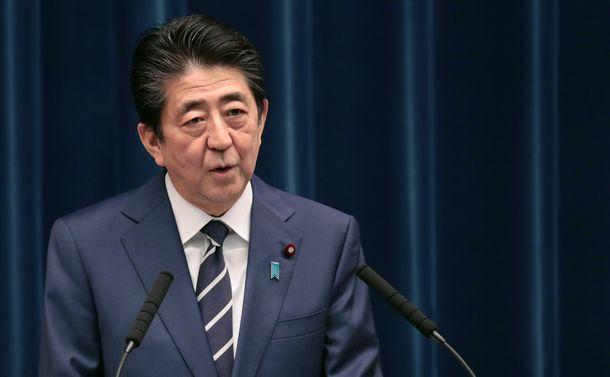 写真・図版 : 安倍首相は記者会見に専門家を伴わなかった=2月29日、首相官邸、飯塚悟撮影