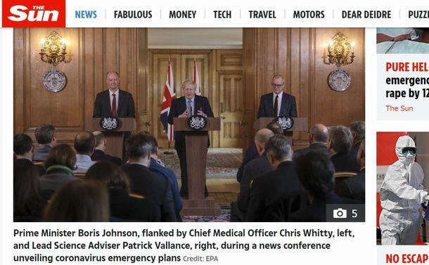 写真・図版 : 英国のジョンソン首相が3月3日に開いた記者会見。左にホイッティ氏、右にバランス氏という専門家が並んだ=英SUN紙のサイトから