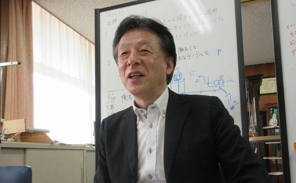 写真・図版 : 職員室のマネジメント改革によって教職員一人一人が考えて動いているという=岩崎撮影