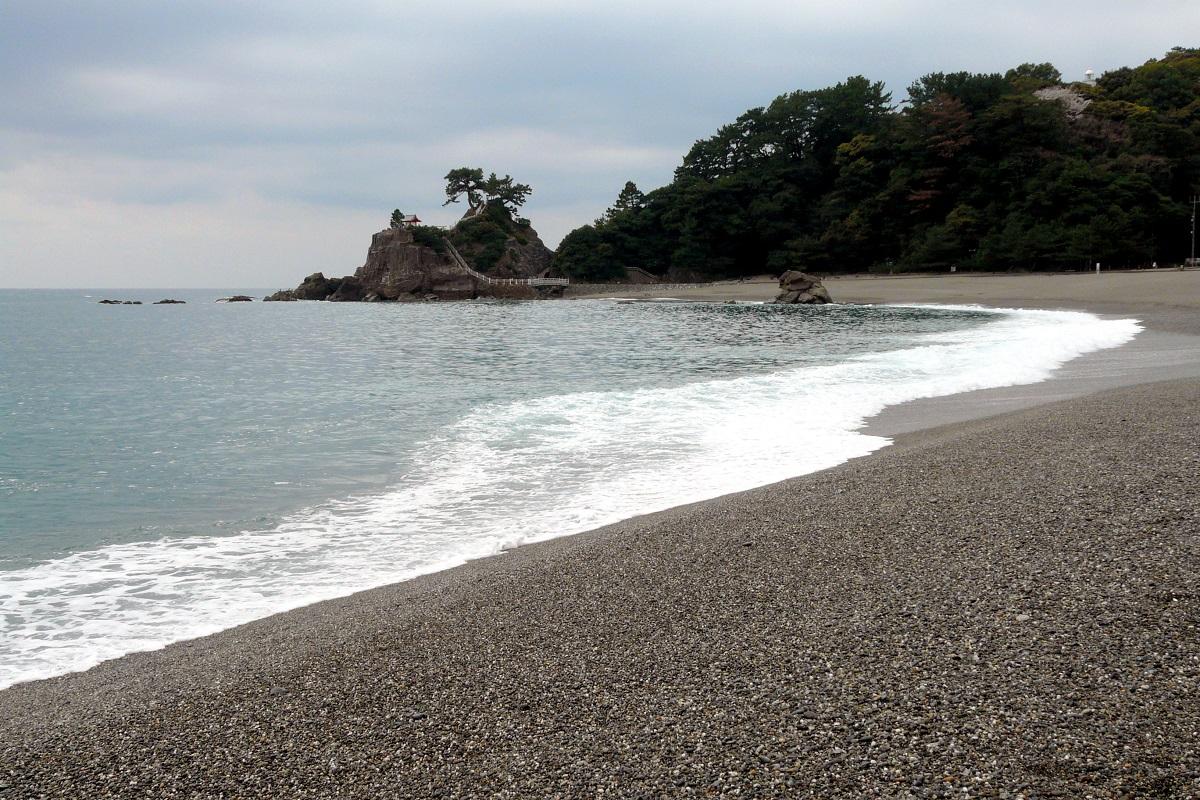 写真・図版 : 「南国土佐を後にして」2番の歌詞で「月の名所」とうたわれた桂浜=高知市