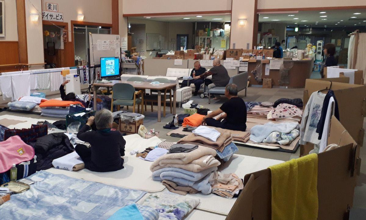 写真・図版 : 台風19号が通過後、20日以上経った福島県内の避難所=2019年11月8日