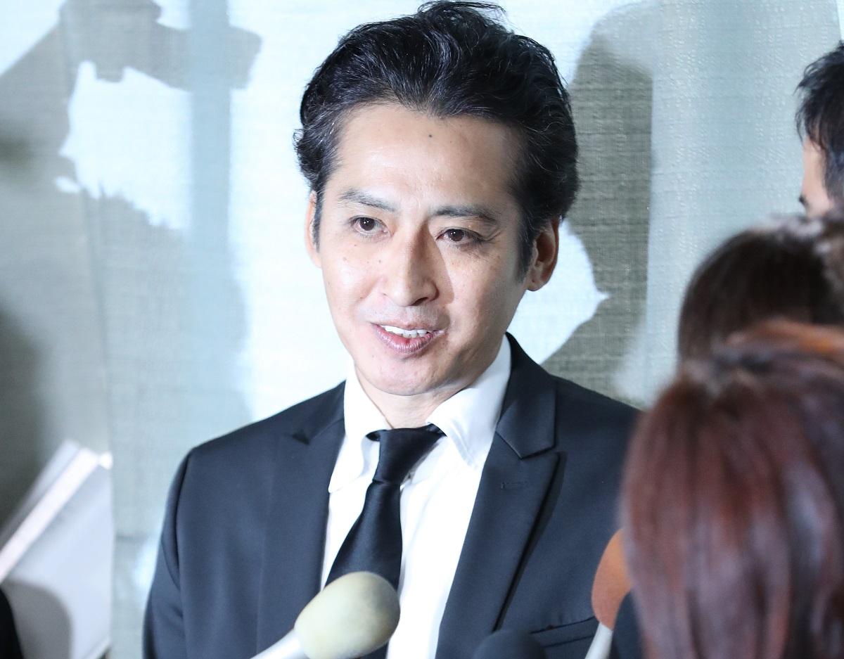 写真・図版 : ジャニー喜多川さんのお別れの会に参加した後、取材に応じる光GENJIの大沢樹生さん=2019年9月4日