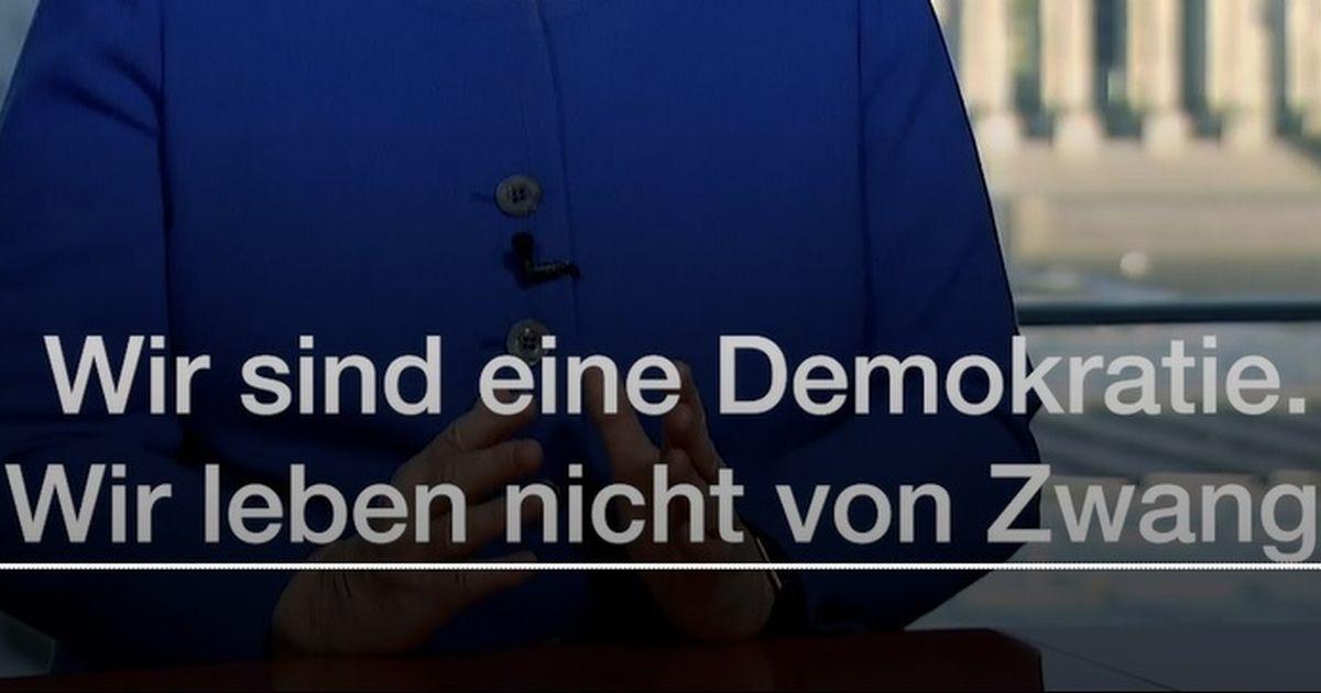 写真・図版 : コロナ問題で「私たちは民主主義だ」と国民に連帯を呼びかけるドイツのメルケル首相のテレビ演説の字幕=ドイツHPより