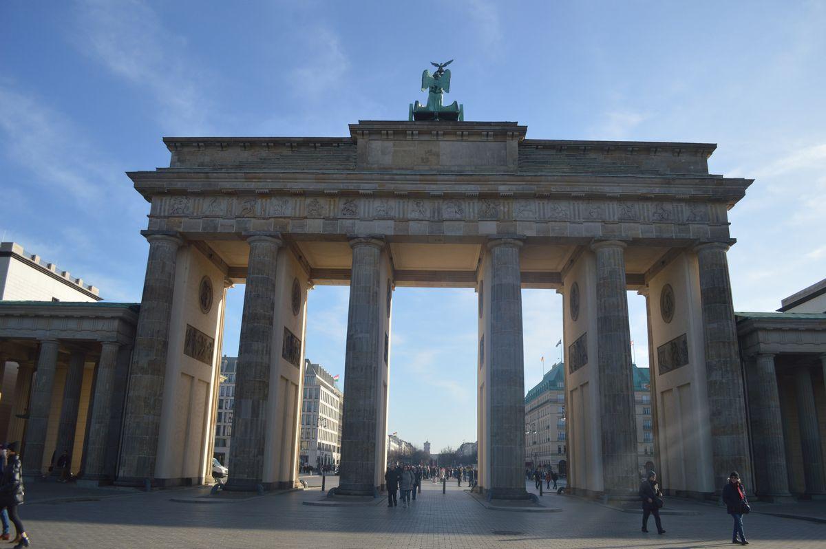 写真・図版 : ベルリンのブランデンブルク門=2月、藤田撮影