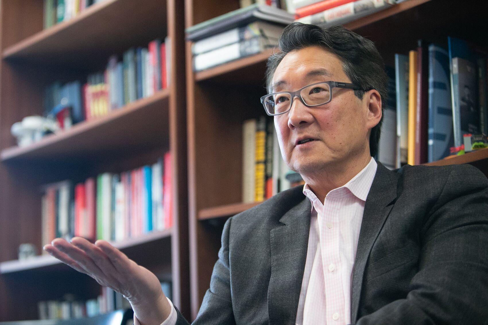 写真・図版 : インタビューに応じるビクター・チャ元国家安全保障会議アジア部長=ワシントン、ランハム裕子撮影、2019年11月18日