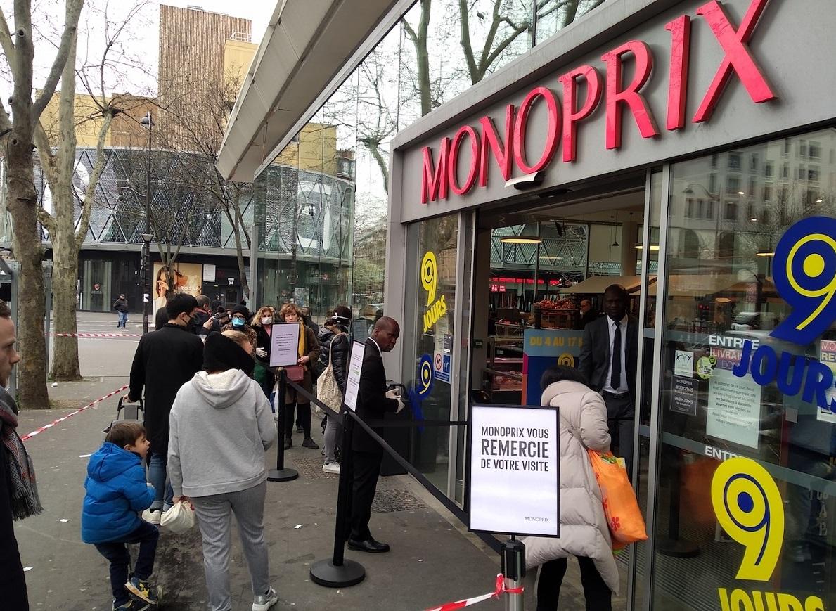 写真・図版 : パリのスーパー「モノプリ」=撮影・筆者