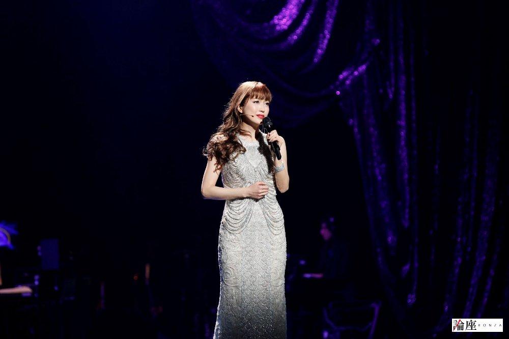 写真・図版 : ミュージカル『ボディガード』公演から〈レイチェル=新妻聖子〉=岸隆子(Studio Elenish)撮影