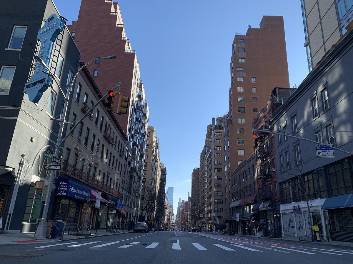 写真・図版 : 人影が消えたニューヨーク市街=2020年3月21日