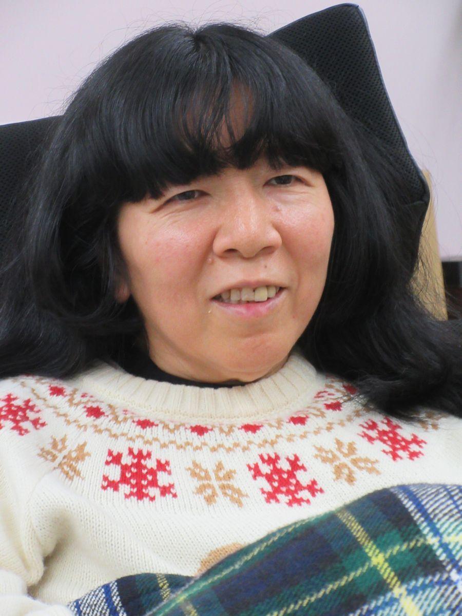 インタビューに応える木村英子さん=2020年3月23日、東京都多摩市