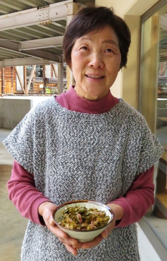 写真・図版 : すんきの漬け方を継承、伝えている第10代すんき名人の野口廣子さん