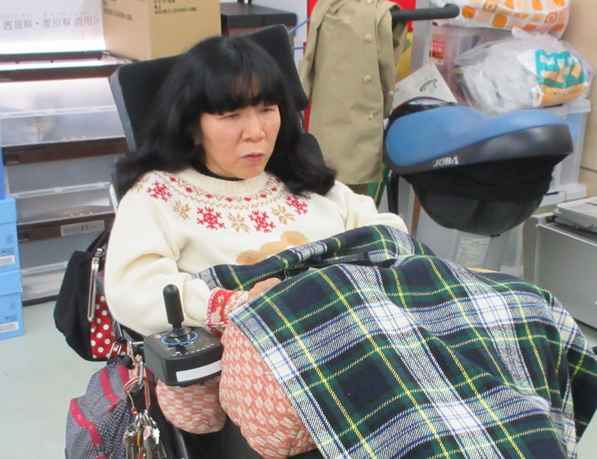 写真・図版 : インタビューに応える木村英子さん=2020年3月23日、東京都多摩市