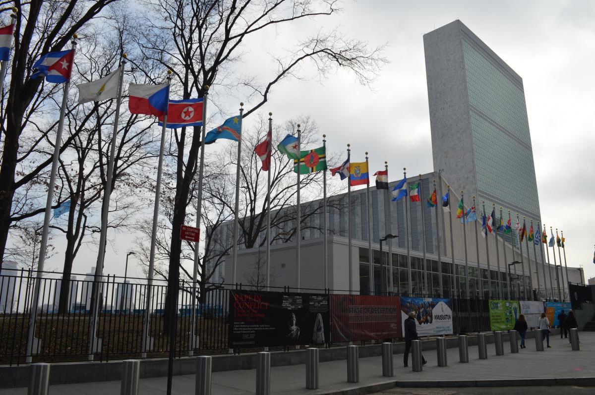 写真・図版 : ニューヨークの国連本部=2017年、藤田撮影