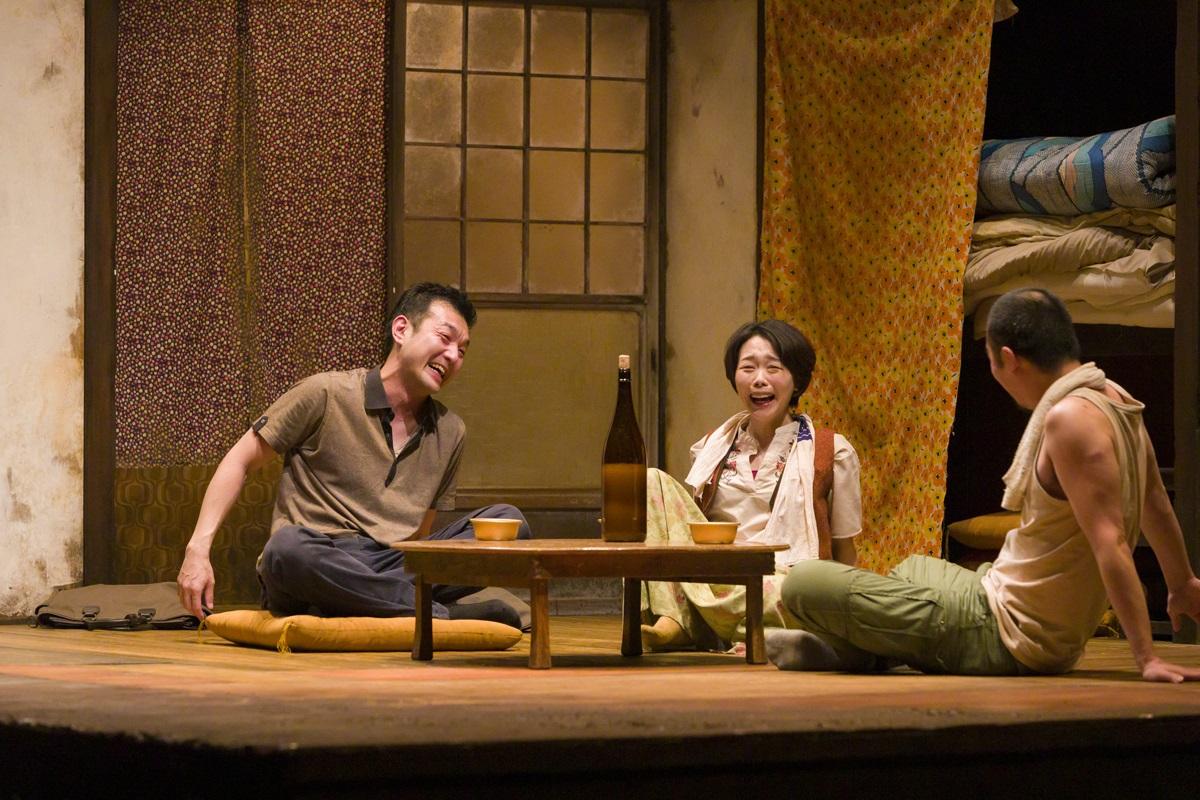 写真・図版 : 無観客で上演された温泉ドラゴン『SCRAP』の舞台=宿谷誠撮影
