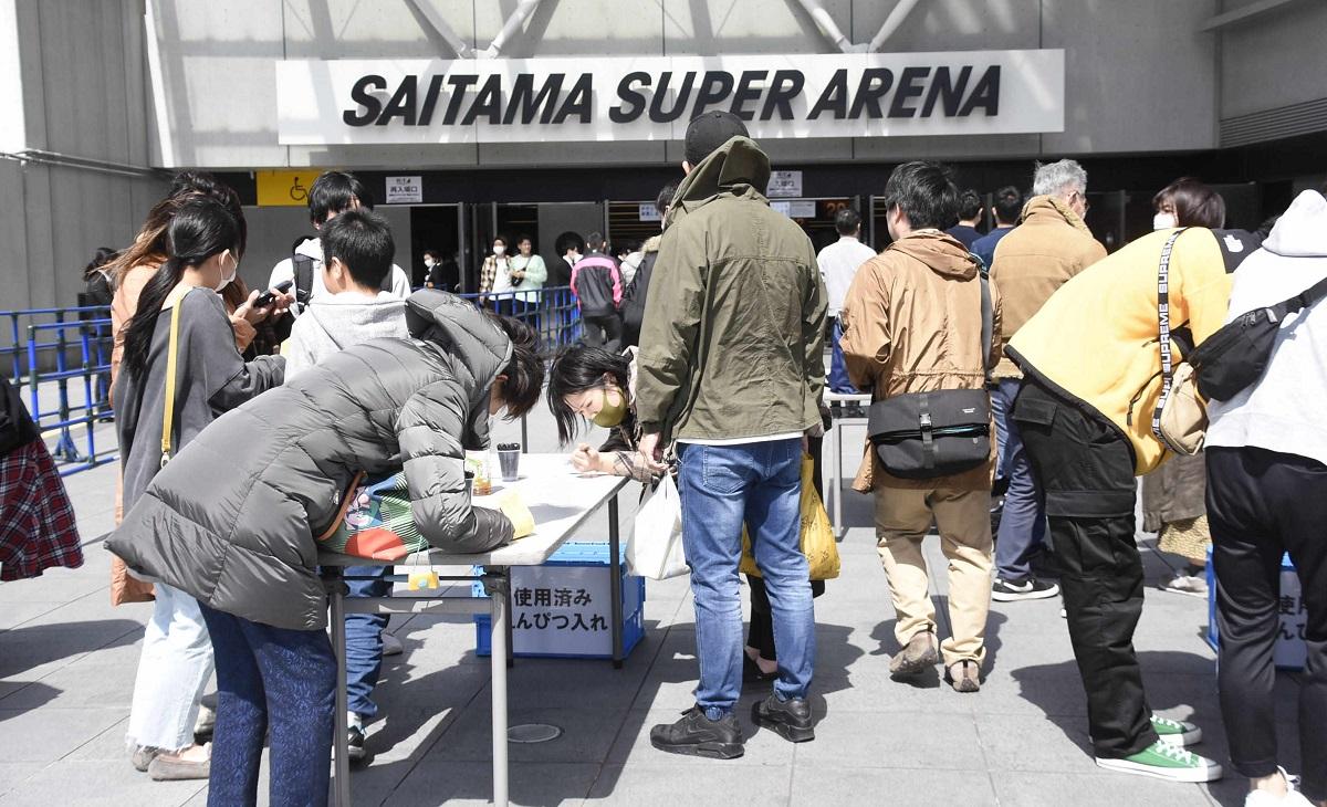 「K-1 WORLD GP」会場となったさいたまスーパーアリーナの入場口付近。主催者側は来場者を把握するため、チケットの半券に名前、住所、電話番号を記入してもらった=2020年3月22日