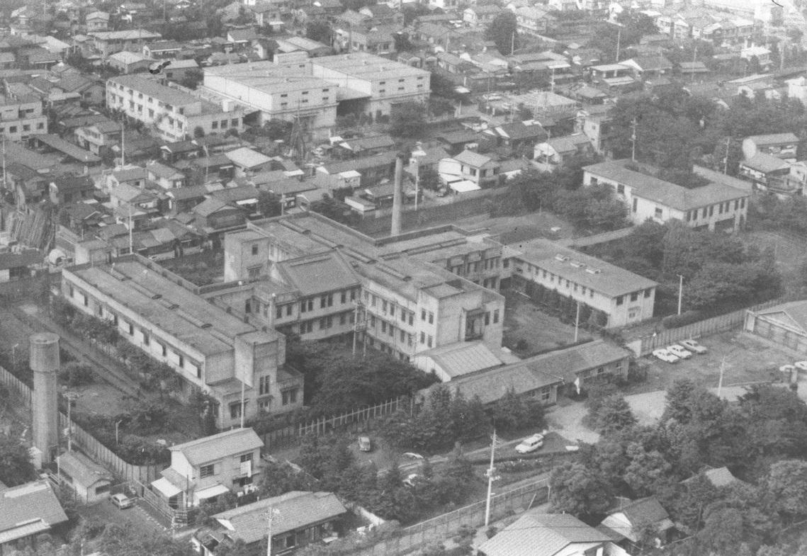 写真・図版 : 空から見た東京・練馬の東京少年鑑別所=1975年6月16日