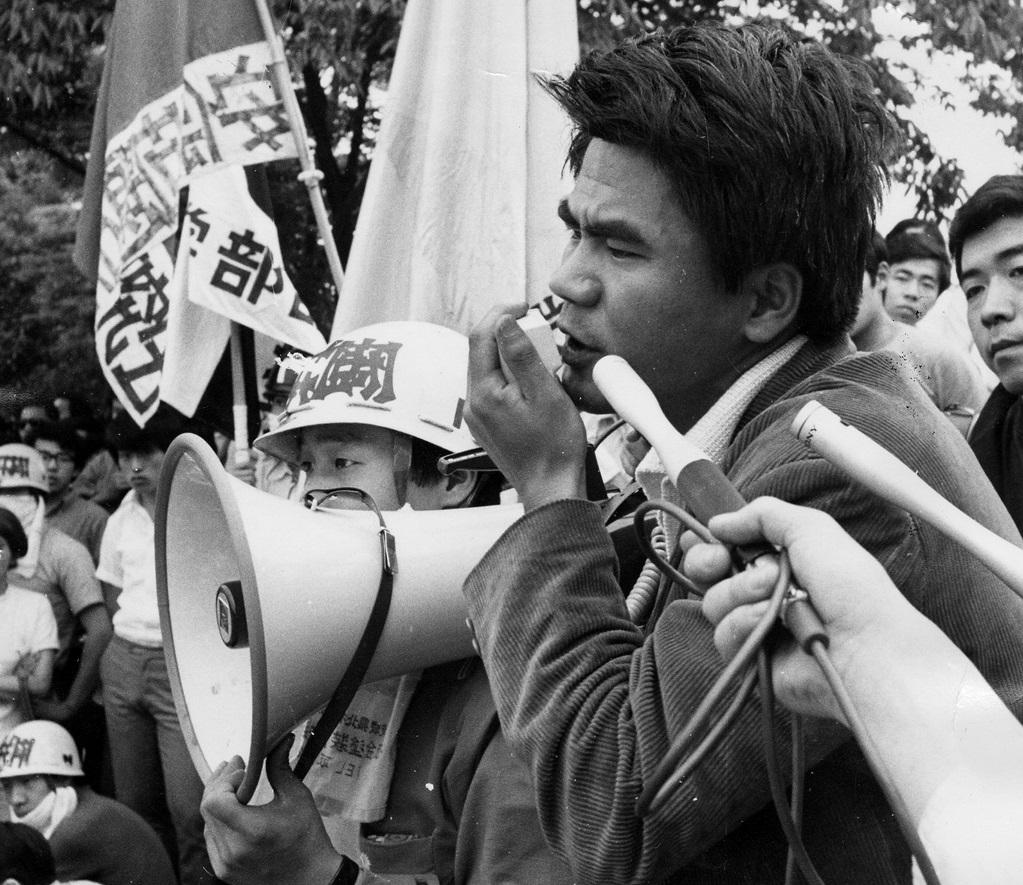 写真・図版 : 日大全共闘の秋田明大議長=1970年6月13日、東京都文京区
