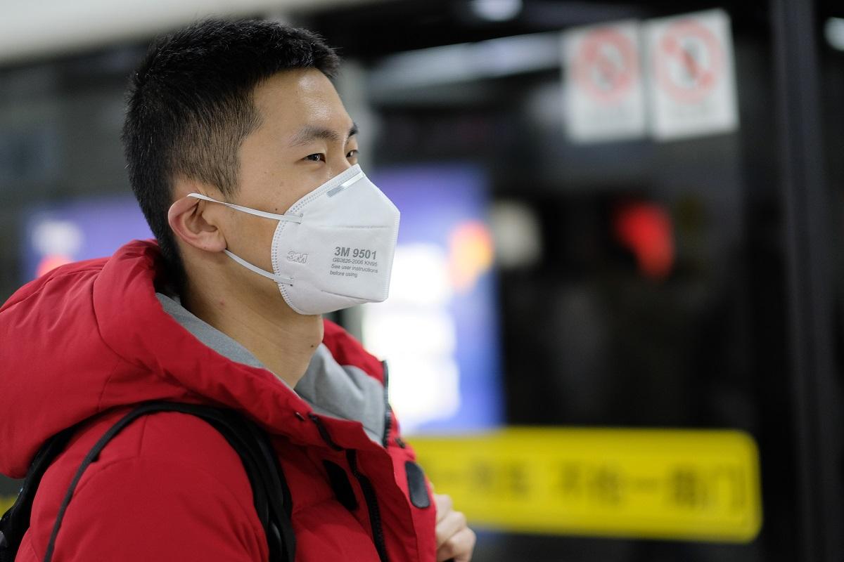 写真・図版 : 新型コロナウイルスの感染拡大で、中国などアジア系への差別やヘイトクライムが起こっている=Robert Wei/Shutterstock.com