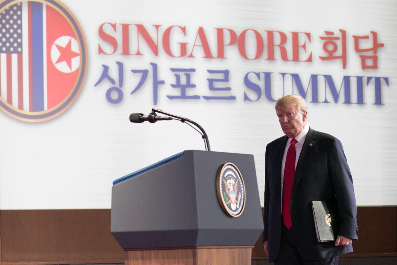 写真・図版 : カペラホテルで行われた初の米朝首脳会談後、同ホテルで記者会見に臨むトランプ大統領=シンガポール、ランハム裕子撮影、2018年6月12日